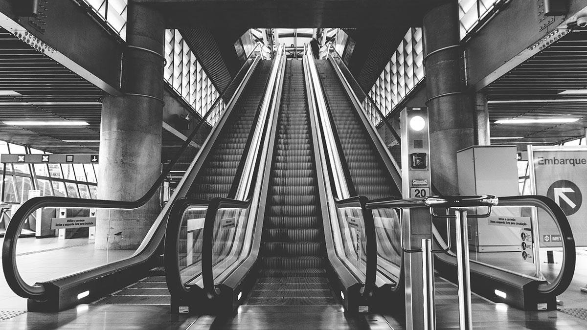 black-and-white-escalators-indoors-125515